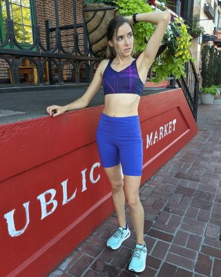 Boost your run with a Brooks bra! 💯   The Drive Convertible Run Bra can easily convert between a racer back and scoop back. Plus, its soft, seamless feel will make you forget you're wearing it!   Macie pairs the bra with the Oiselle Mid-Length Pocket Jogger Shorts and the all new Altra Paradigm 6, a high cushion road shoe with supportive guide rails.   #brooksrunbra #brooksrunning #runhappy #altrarunning #oiselle #runhubnw #runeugene