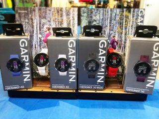 Save $50 on the @garmin Forerunner 45 and 245 now through the holiday season! Long battery life, smart notifications and music options available. Stop in and check them out! 🎄🎄⌚️🎄🎄 #run #gps #garmin #runeugene #runhubnw